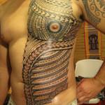 tatouage polynésien épaule pec ventre bras