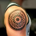 tatouage polynésien épaule rond