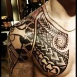 tattoo polynésien épaule pec