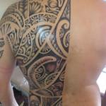 tatouage polynésien moitié dos