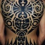 tatouage polynésien épais dos