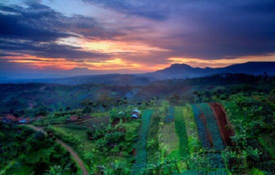 Panorama Bukit Moko dengan Citylight, Sunset dan Sunrise
