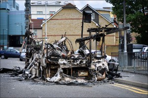 Burnt-out bus, Croydon <em>Picture: GeorgeRex</em>