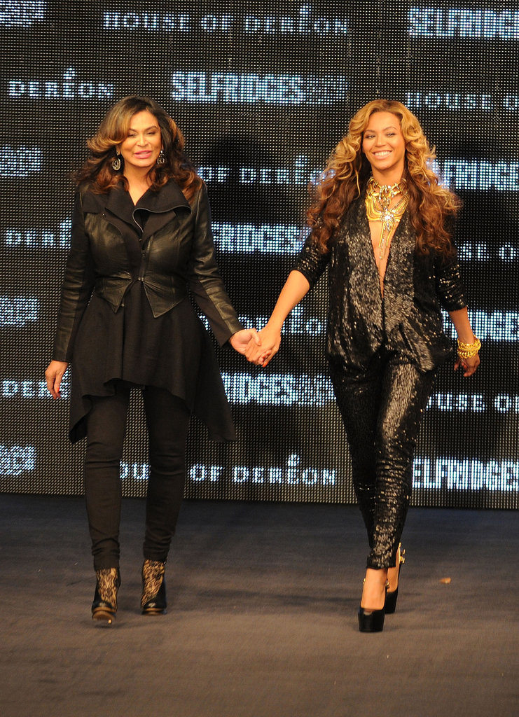 Beyoncé-Knowles and his mom