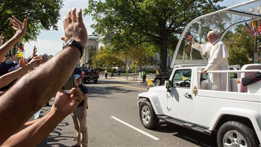 Pope Francis Wows Crowds, Preaches Tolerance in D.C.