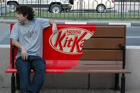 Ejemplo ambient marketing kit kat