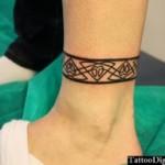 petit tatouage polynésien cheville bracelet