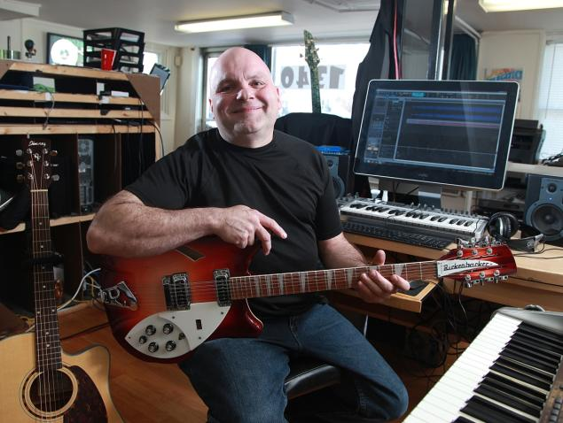 Ronnie Cremer is the computer repairman and local musician from Reading, Pa., who taught Taylor Swift how to play guitar.
