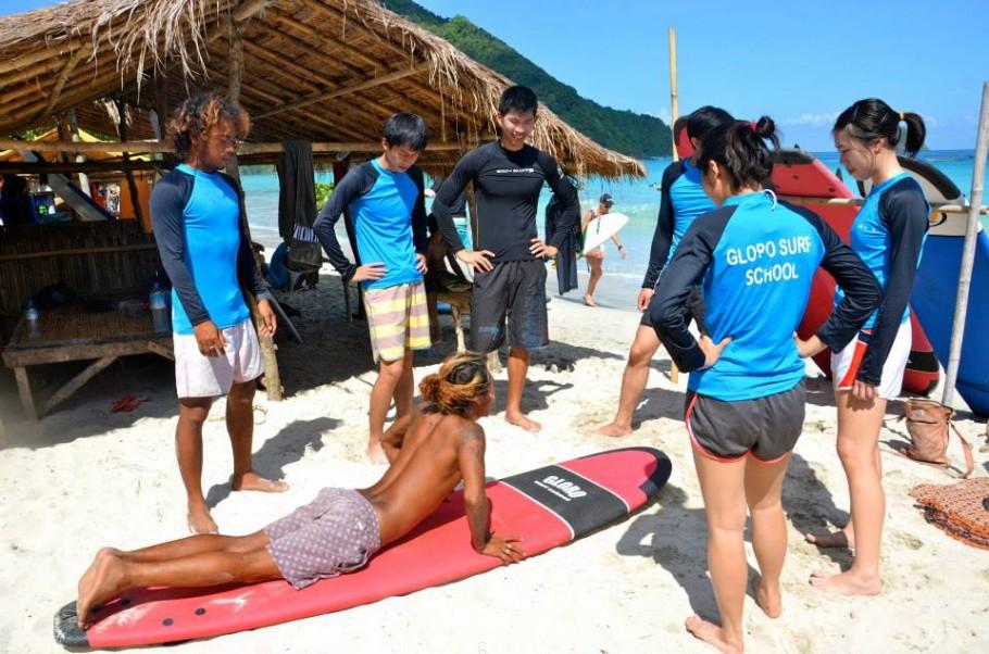 Apprendre à surfer à Selong Belanak avec la GLORO SURF SCHOOL