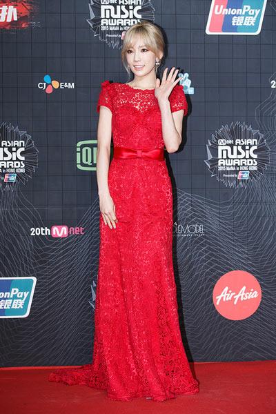 [2015 MAMA]  SNSD's Taeyeon Wins Best Female Artist, J.Y. Park Wins Best Male Artist