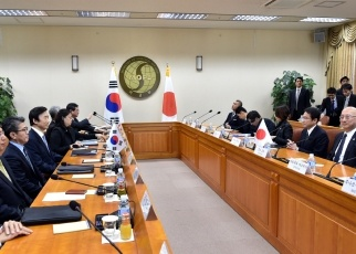 Announcement by Foreign Ministers of Japan and the Republic of Korea at the Joint Press Occasion 2