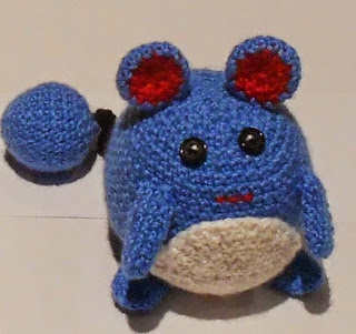 http://translate.google.es/translate?hl=es&sl=en&tl=es&u=http%3A%2F%2Fstrangenessisconserved.wordpress.com%2F2013%2F11%2F24%2Fmarill-pokemon-amigurumi-pattern%2F