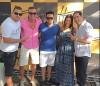 o aniversariante Leandro Souza, do Espetto Carioca, comemorando com amigos.
