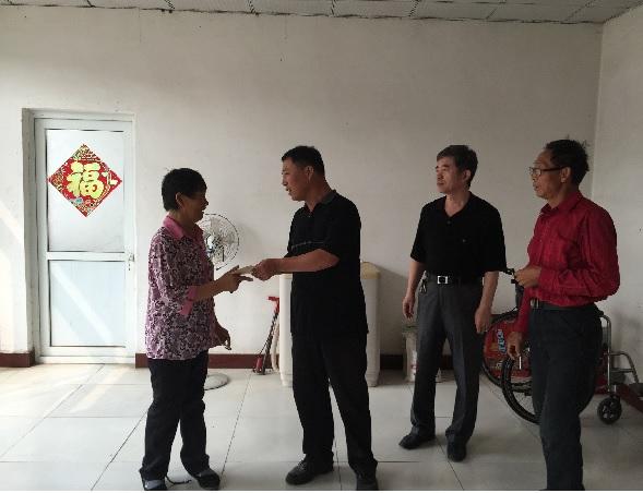 中秋节前廊坊市领导慰问贫困家庭大学生