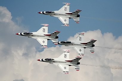 The U.S. Air Force Thunderbirds perform at the 2009 Joint Services ...