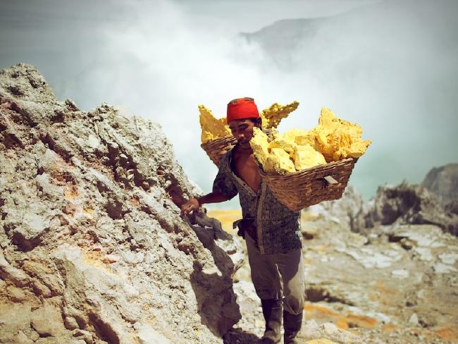 With full baskets, the miners walk up the steep crater walls very slowly and often have to stop several times for rest.