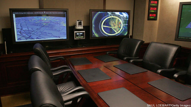 A conference room is shown inside the Si