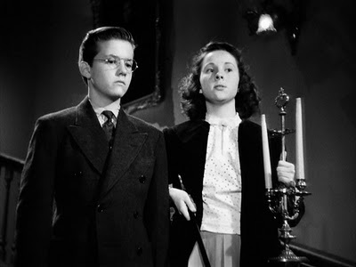 A killer and her alibi: Martha and Walter as kids