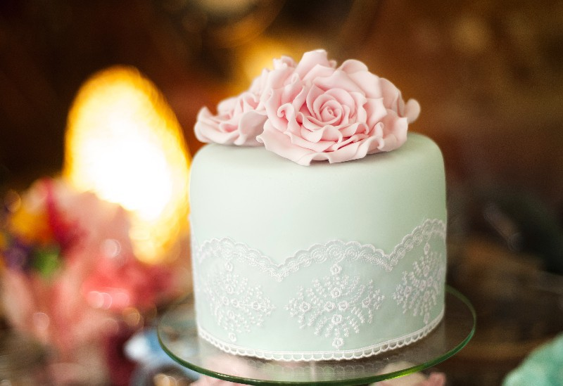 wedding-cake-closeup-with-pink-rose-flower