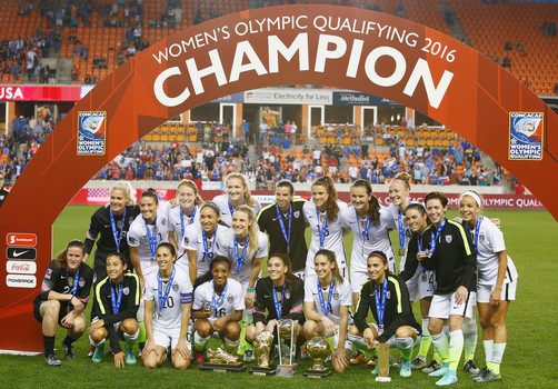 United States players celebrate their title