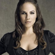 8 Reasons You Should Be Watching 'Lost Girl'