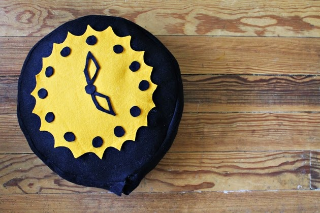 DIY Vintage novelty clock pillow