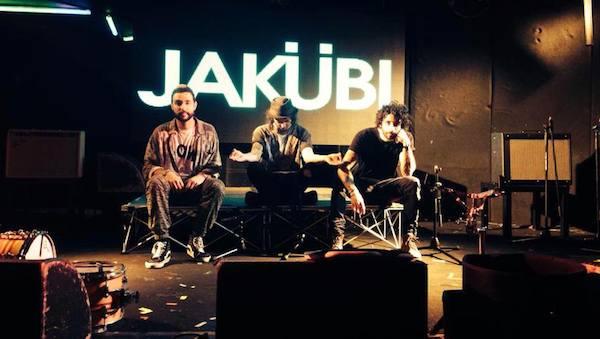 Jakubi play a live show on the Gold Coast at Sounds of Sunday Broadbeach Tavern