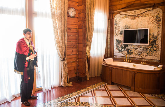 Mezhgorye. A year after Yanukovych escaped refugees live in the residence