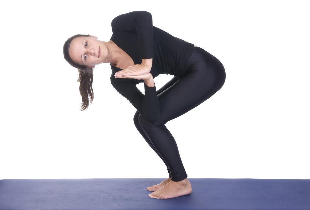how to perform chair twist exercise