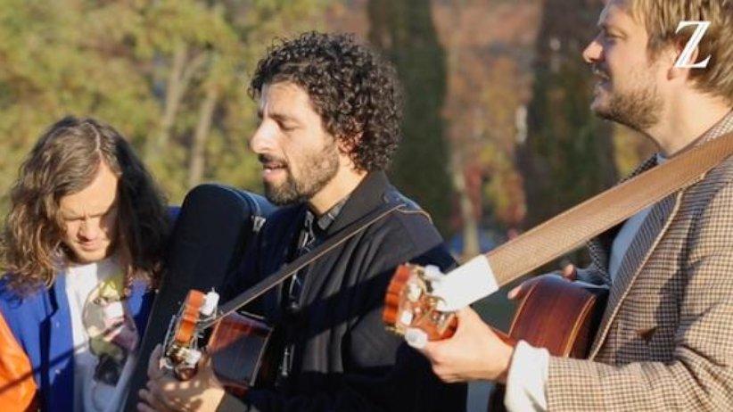 """José González spielt """"Leaf Off / The Cave"""""""
