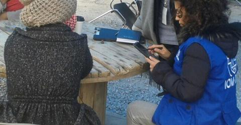 A person responding to the survey with an IOM staff member in Greece. © IOM 2016
