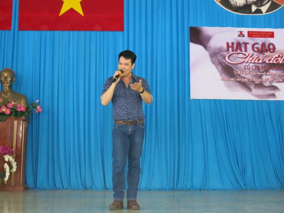 dan nghe sy bieu dien het minh trong buoi tu thien hat gao chia doi 11 Dàn nghệ sỹ biểu diễn hết mình trong buổi từ thiện Hạt gạo chia đôi