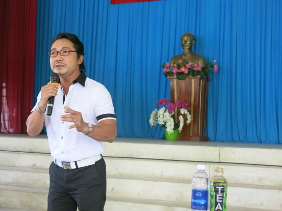 dan nghe sy bieu dien het minh trong buoi tu thien hat gao chia doi 7 Dàn nghệ sỹ biểu diễn hết mình trong buổi từ thiện Hạt gạo chia đôi