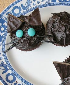Black Cat two-part cupcakes with licorice whiskers and tails