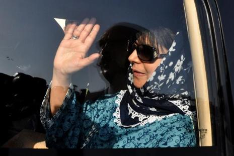 Leader of Kashmir's People's Democratic Party Mehbooba Mufti waves from a vehicle in Jammu on 26 March after attending a meeting with Jammu and Kashmir state governor N.N. Vohra. Photo: AFP
