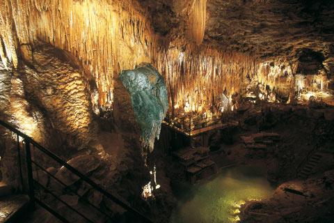 Gouffre de Proumeyssac, caves in Dordogne, France