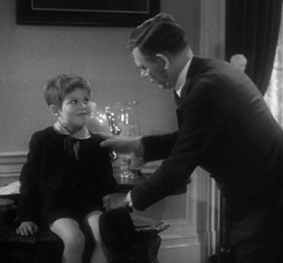 Gabriel Over the White House (1933): Treasure hunt in the president's office (which does not seem to be the Oval Office)
