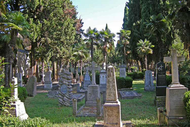 Naval cemetery in Pula | Total Croatia