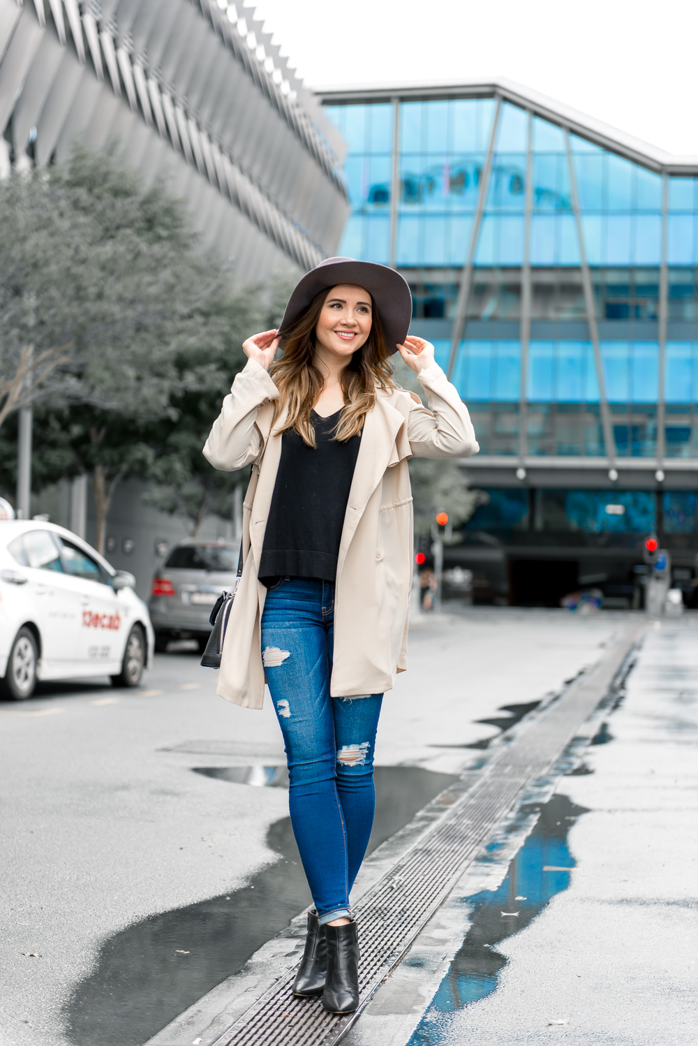 Cute winter outfit ripped jeans and hat