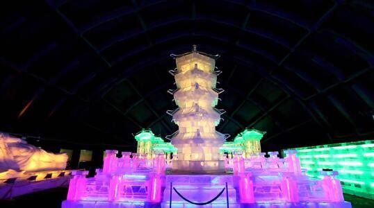 北京玩耍新看点 首次北京鸟巢冰雕展