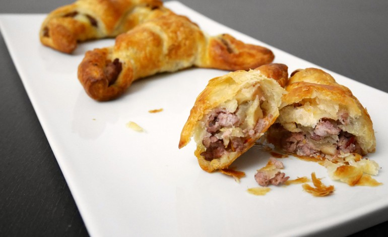 Sausages in puff pastry and cabbage