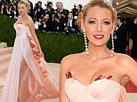 """NEW YORK, NY - MAY 02:  Blake Lively attends the """"Manus x Machina: Fashion In An Age Of Technology"""" Costume Institute Gala at Metropolitan Museum of Art on May 2, 2016 in New York City.  (Photo by Larry Busacca/Getty Images)"""