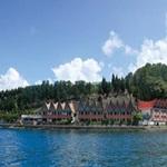 hotel di pinggir danau toba parapat dengan pemandangan indah
