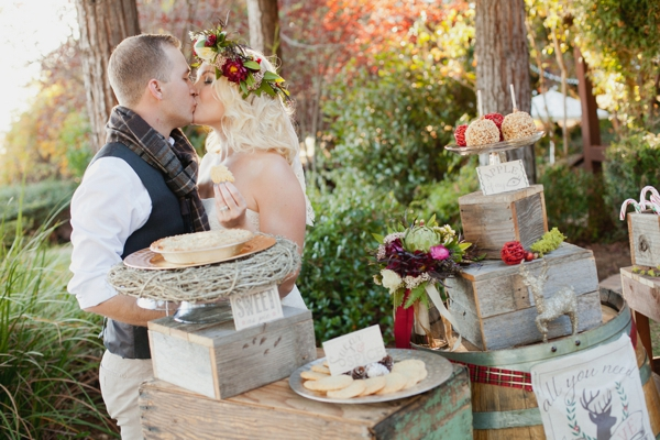 rustic-christmas-wedding-ideas-treats-station