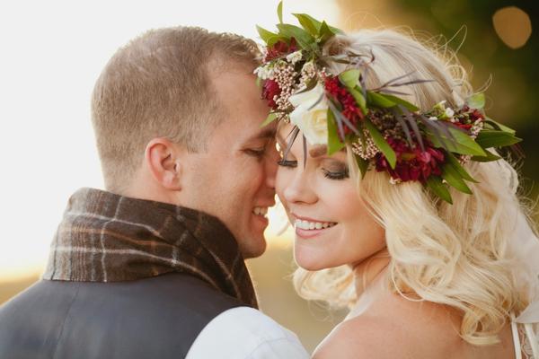 rustic-christmas-wedding-ideas-bride-groom