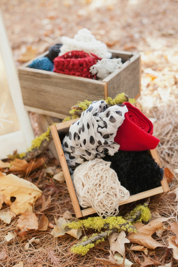 rustic-christmas-wedding-ideas-cozy-blankets