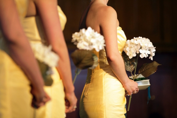 16-yellow-bridesmaid-dresses-white-bouquets