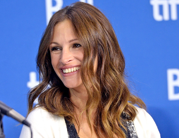 Julia Roberts In New Series, Jaume Collet-Serra Directing Waco Movie, Universal Buys Workplace Pitch, Al Pacino To Play Joe Paterno
