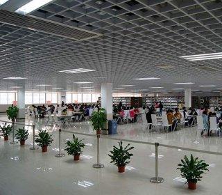 赣州华坚科技学校图书馆