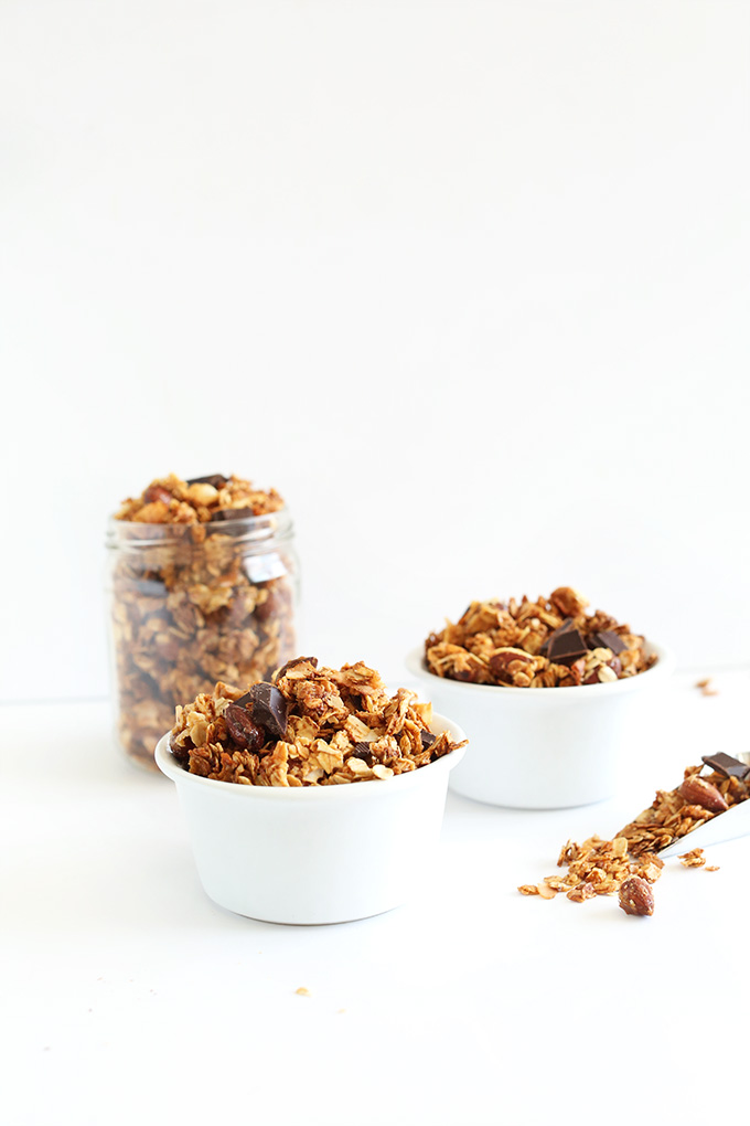 EASY Almond Joy Granola! Oats, coconut flakes and almonds with dark chocolate! #vegan
